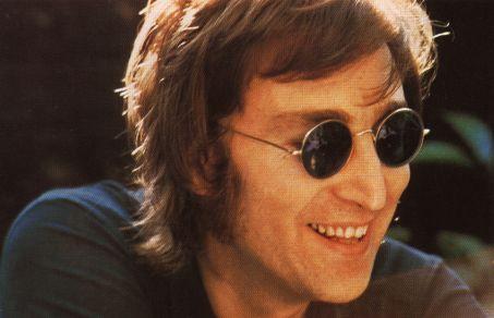 cde4e94ede ... Ozzy Osbourne. En cualquiera de nuestras tiendas de Soloptical puedes  encontrar gafas de marca propia o marca internacional de este estilo. john- Lennon